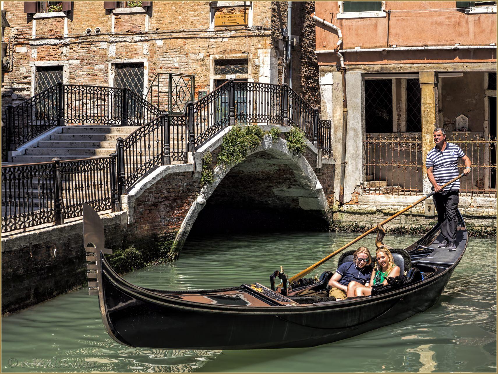 Bien connu Amoureux en Gondole Rio San Severo à Venise WX17