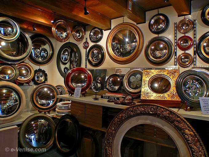 miroirs v nitiens convexes miroir de sorci re miroir convexe des banquiers canestrelli venise. Black Bedroom Furniture Sets. Home Design Ideas