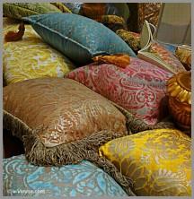 Coussins en tissu Mariano Fortuny au magasin Colorcasa à Venise