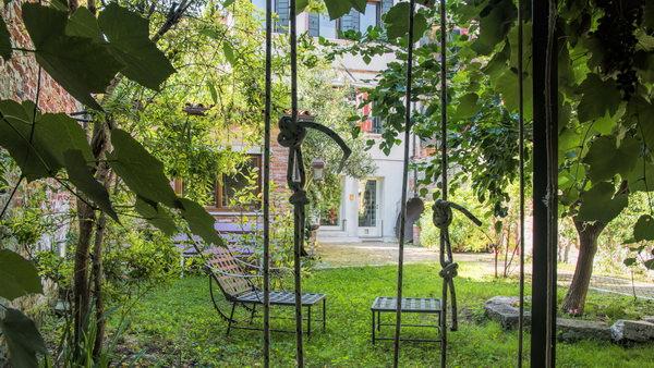 Location maison venise avec jardin au castello 6 personnes for Jardin 130m2